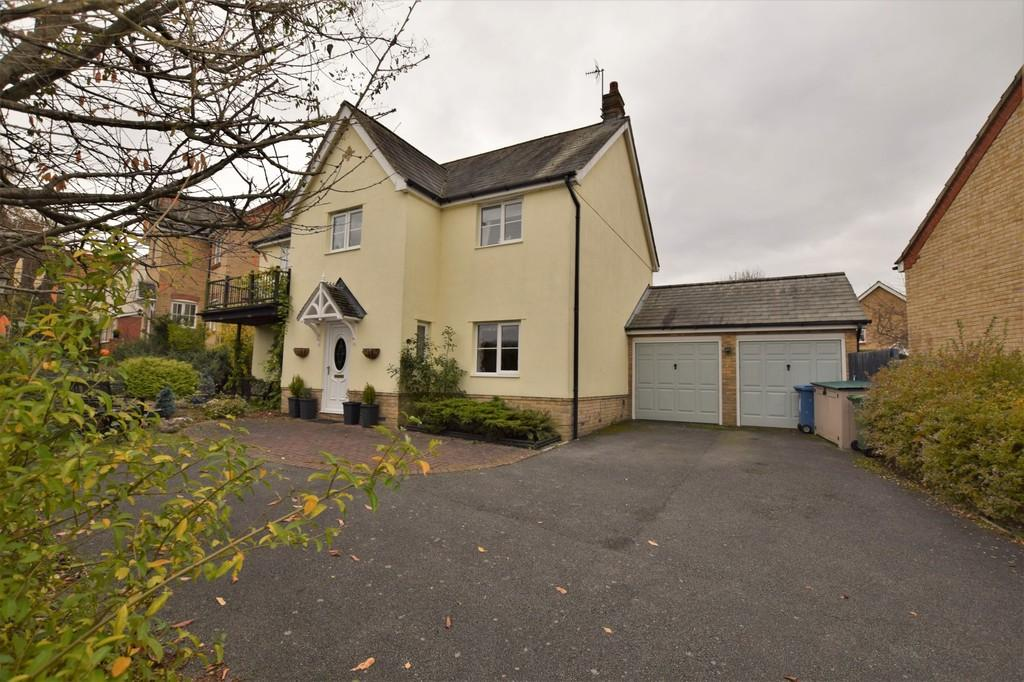 4 Bedrooms Detached House for sale in Sampson Drive, Long Melford CO10 9TF