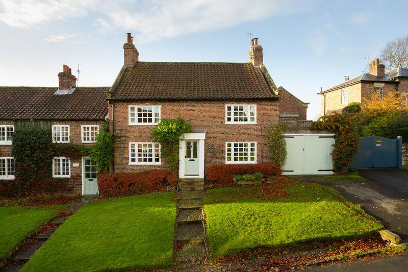 4 Bedrooms Semi Detached House for sale in Orwell Cottage, Church Hill, Crayke, York
