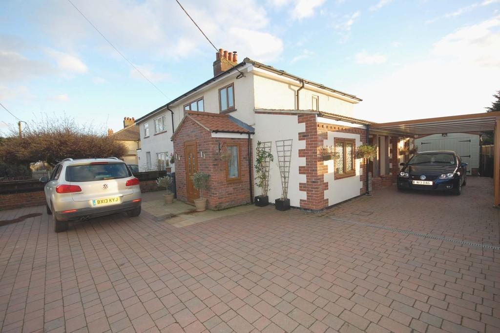 3 Bedrooms Semi Detached House for sale in Fakenham Road, Briston