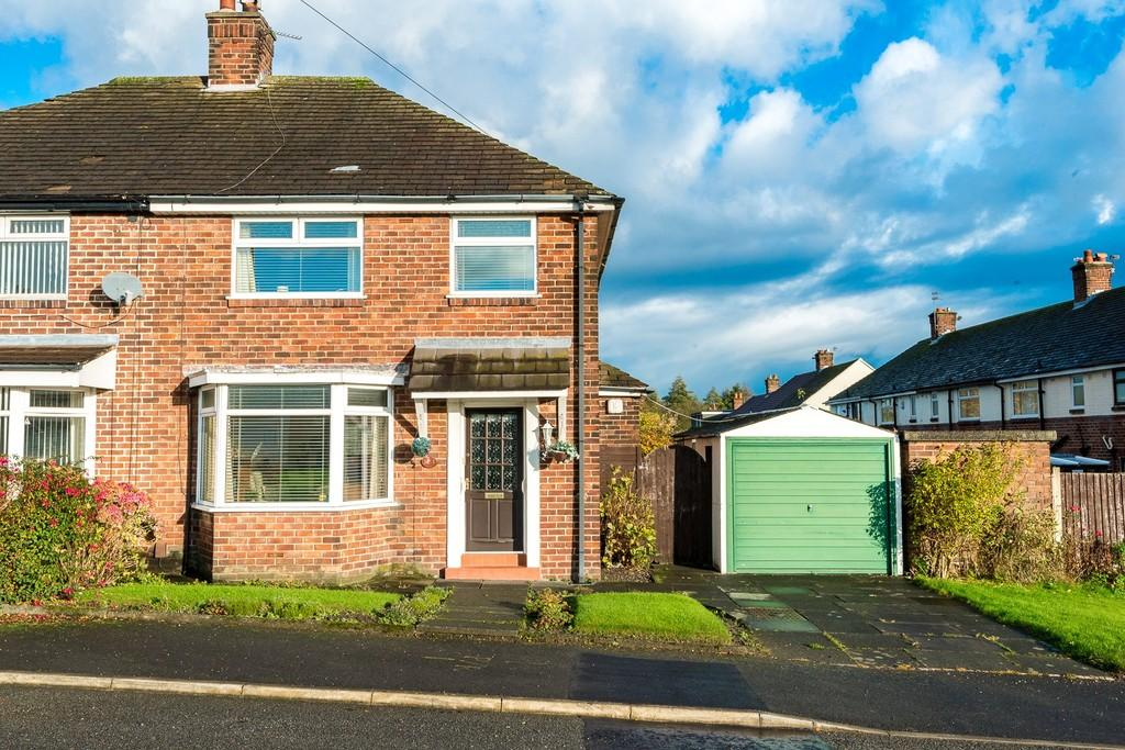 3 Bedrooms Semi Detached House for sale in Kentmere Avenue, Carr Mill, St. Helens