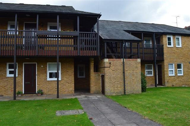 2 Bedrooms Flat for sale in Old School close, Merton Park, Wimbledon