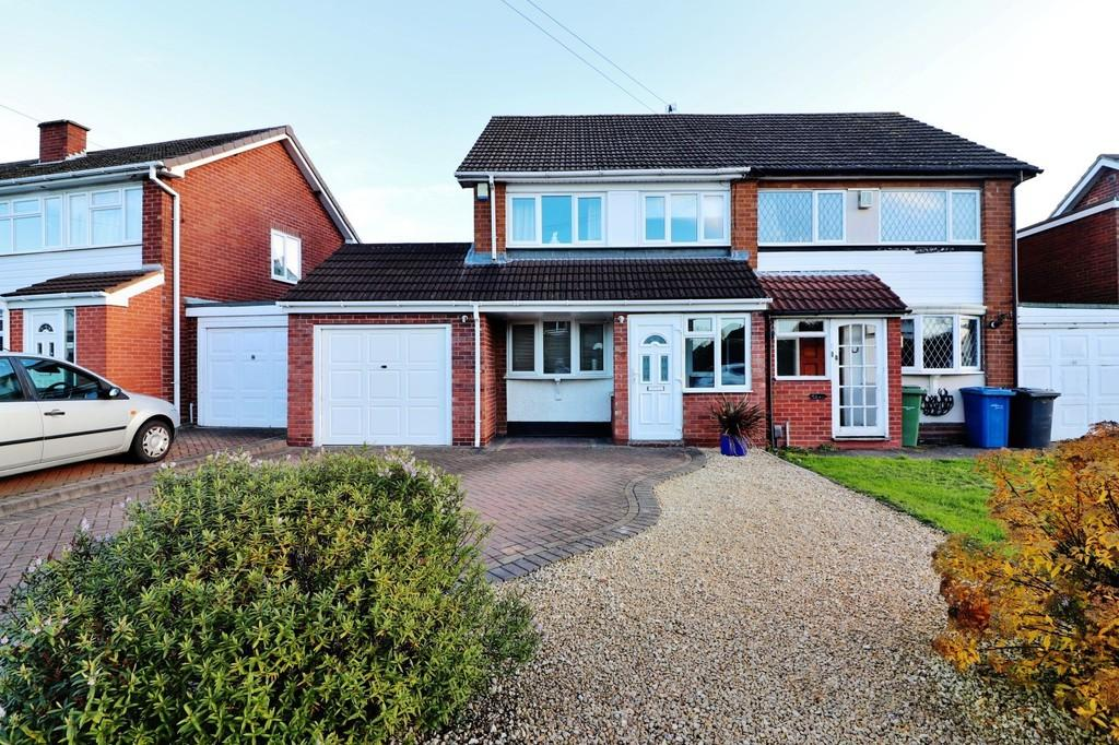 3 Bedrooms Semi Detached House for sale in Highcliffe Road, Two Gates