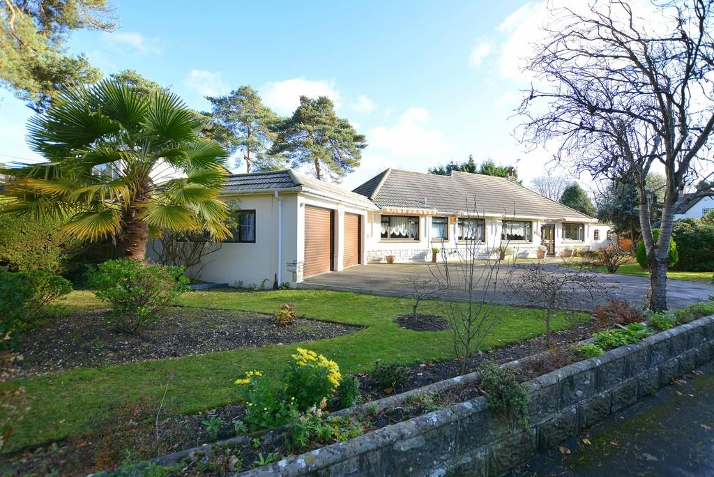 4 Bedrooms Detached Bungalow for sale in Avon Road, West Moors