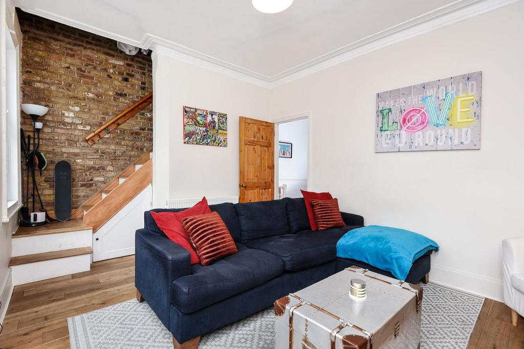2 Bedrooms Flat for sale in Lydden Grove, Earlsfield