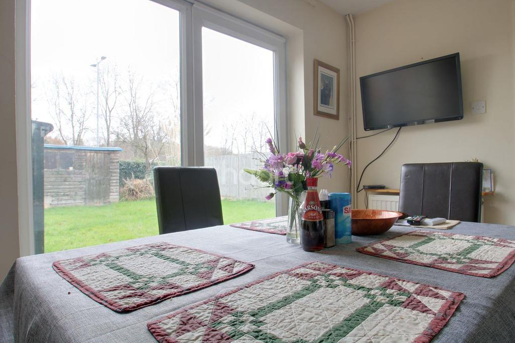 3 Bedrooms Terraced House for sale in Russell Close, Longmeadow, Stevenage