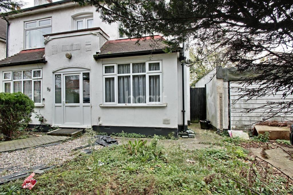 2 Bedrooms Maisonette Flat for sale in Squirrels Heath Road, Harold Wood, RM3 0LJ