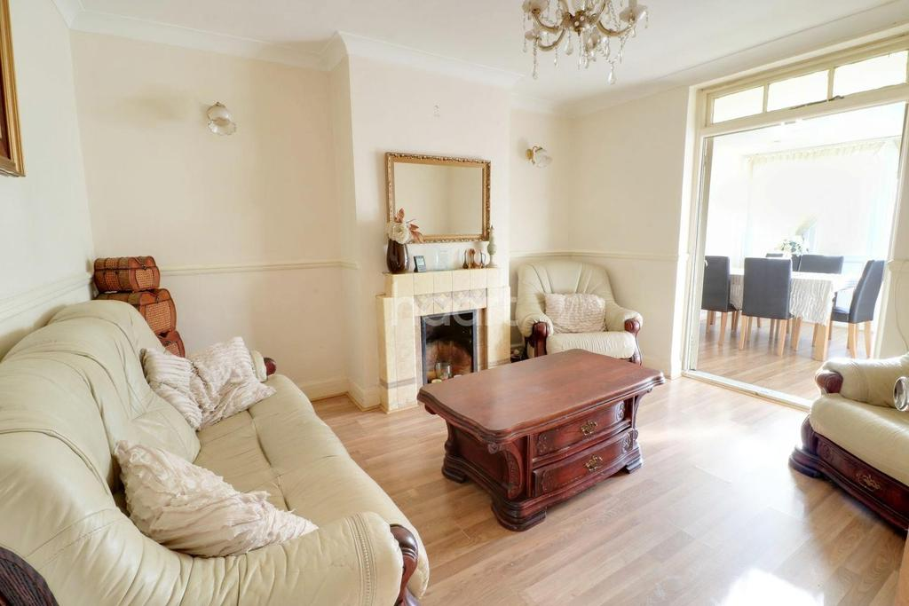 4 Bedrooms Semi Detached House for sale in South Hayes