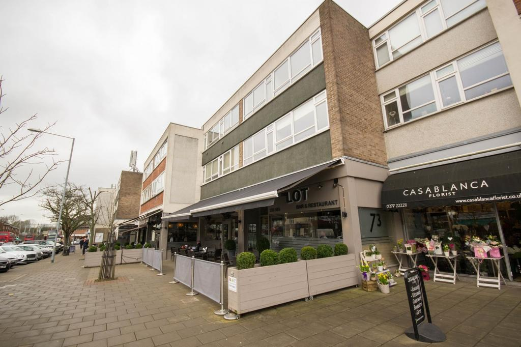 2 Bedrooms Apartment Flat for sale in Hutton Road, Shenfield, Brentwood, Essex, CM15