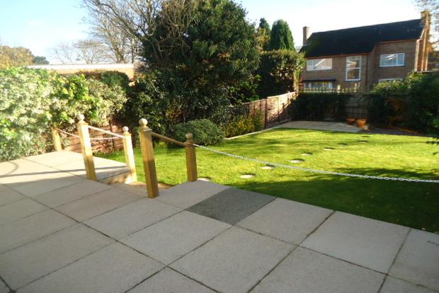 2 Bedrooms Detached Bungalow for sale in Carlton Avenue, Narborough, Leicester, LE19