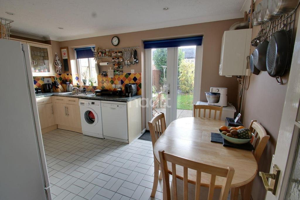 3 Bedrooms End Of Terrace House for sale in Flatford Close