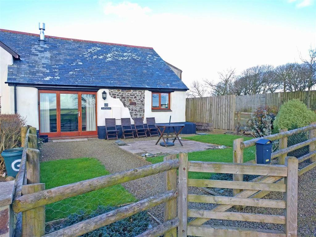 2 Bedrooms Semi Detached House for sale in Exmansworthy Barns, Hartland, Bideford, Devon, EX39