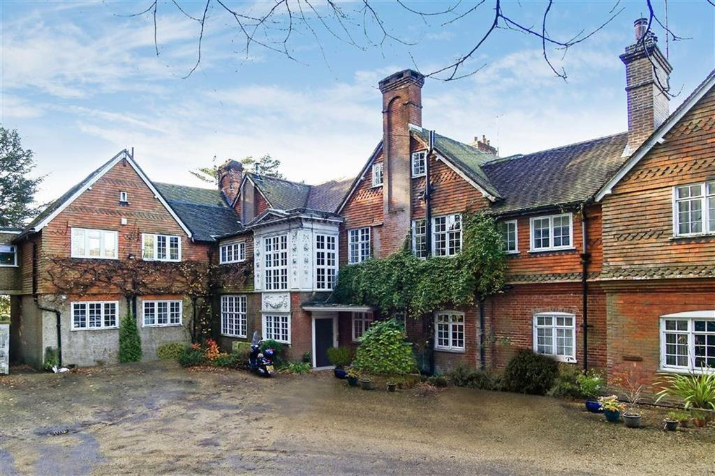 3 Bedrooms Flat for sale in Nutcombe Hill, Hindhead, Surrey, GU26