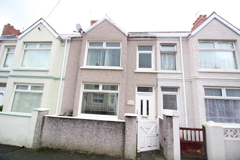 2 Bedrooms Terraced House for sale in Shakespeare Avenue, Milford Haven, Pembrokeshire. SA73 2JJ