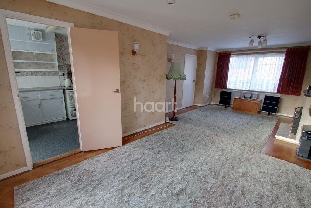 3 Bedrooms Semi Detached House for sale in Benedict Drive, Chelmsford