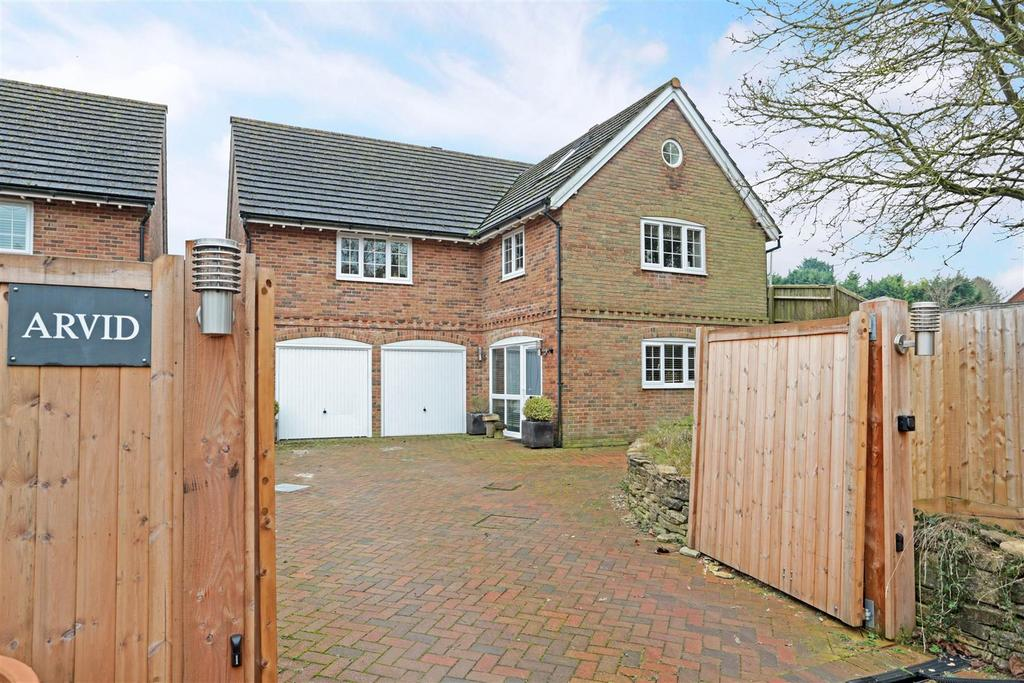 4 Bedrooms Detached House for sale in Cadley Road, Collingbourne Ducis, Marlborough