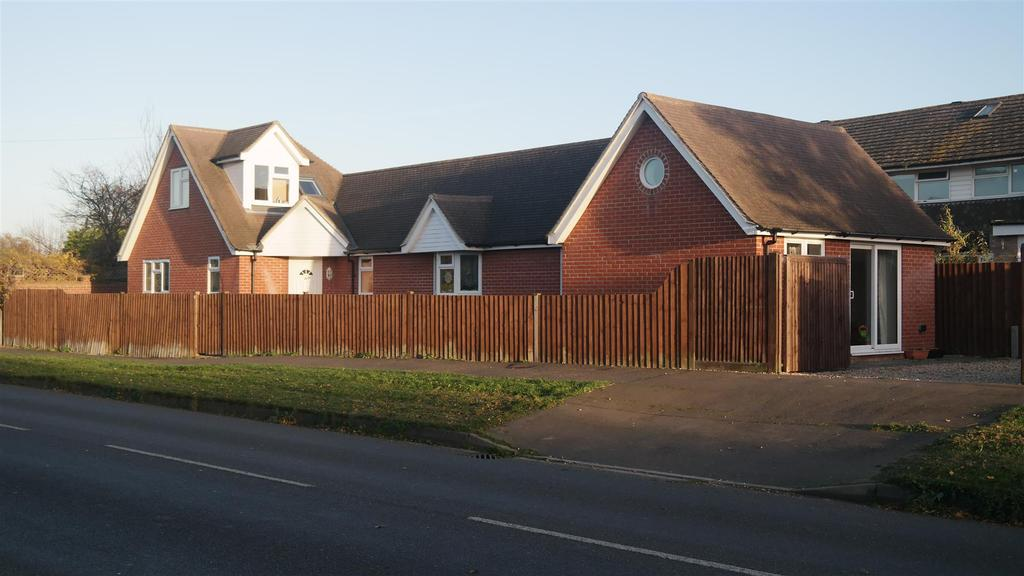3 Bedrooms Detached Bungalow for sale in Chalcraft Lane, Bognor Regis