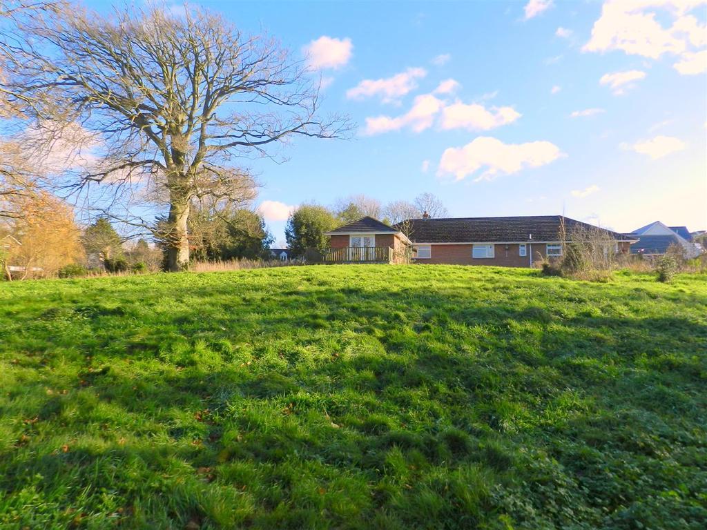 4 Bedrooms Detached Bungalow for sale in West Street, Wroxall, Ventnor