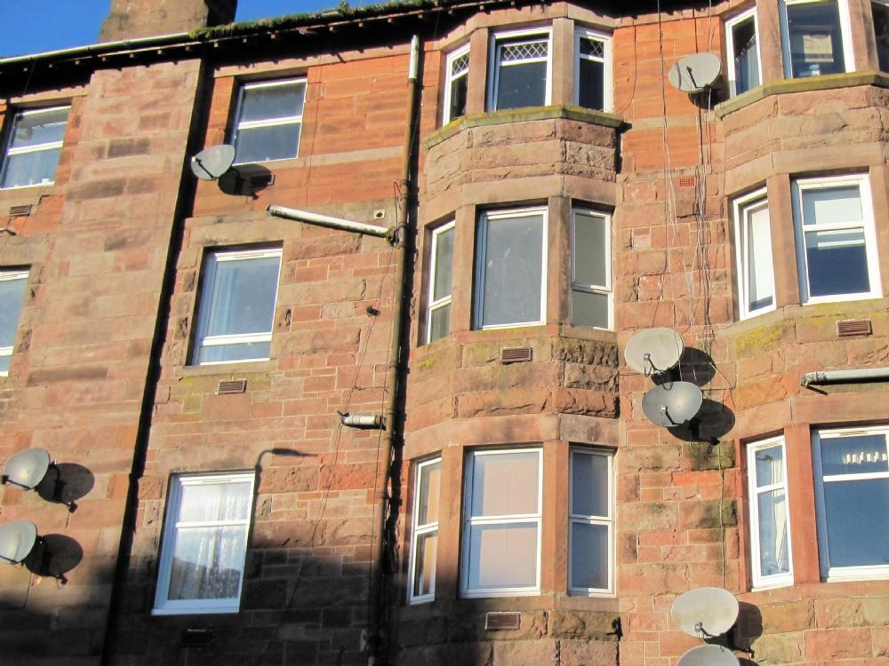 2 Bedrooms Flat for sale in 10 Meadowbank Street, Flat 2/1, Dumbarton, G82 1SD