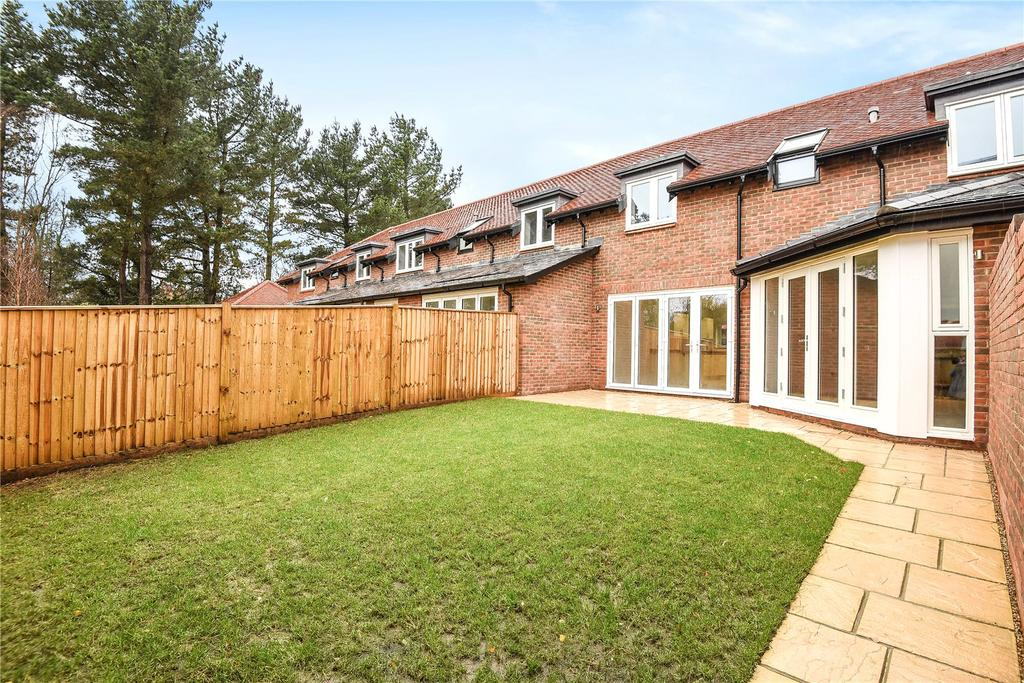 4 Bedrooms Terraced House for sale in 8 Renaissance Mews, Grove Road, Lymington, Hampshire, SO41
