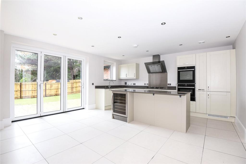 4 Bedrooms End Of Terrace House for sale in 6 Renaissance Mews, Grove Road, Lymington, Hampshire, SO41