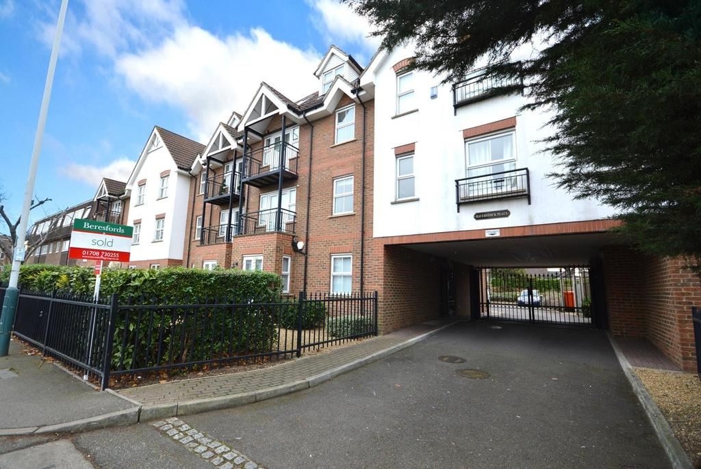 2 Bedrooms Apartment Flat for sale in Haverstock Place, Heath Park Road, Gidea Park, RM2