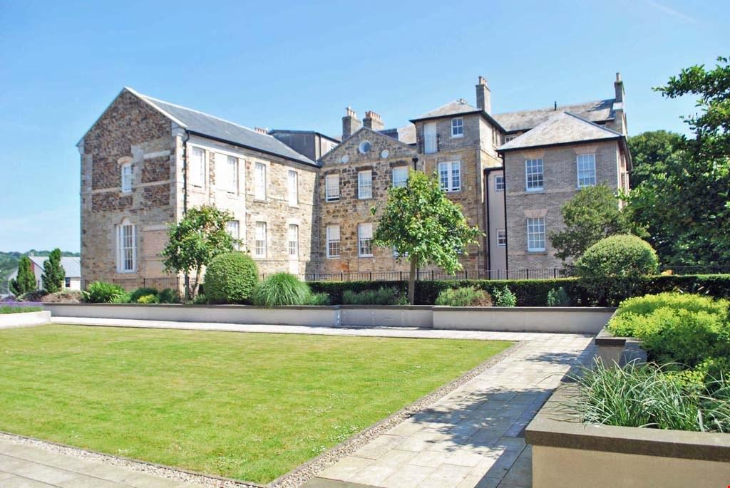 3 Bedrooms Ground Flat for sale in William Wood House, Corte Spry, Truro, Cornwall, TR1