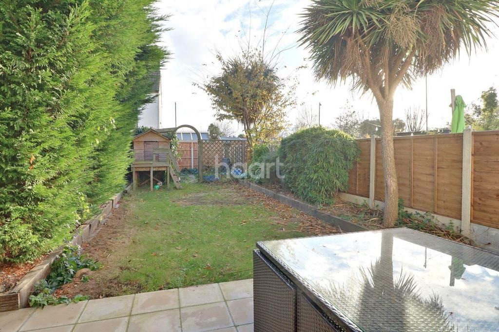 4 Bedrooms Semi Detached House for sale in St Andrews Road, Shoeburyness