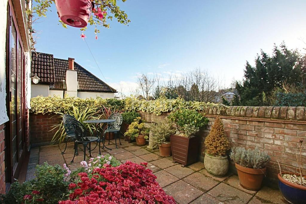 4 Bedrooms Detached House for sale in Robin Hood Lane, Chatham