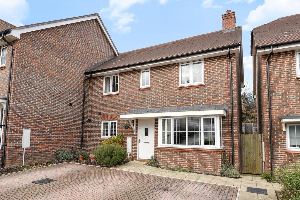 3 Bedrooms Semi Detached House for sale in Trubwick Avenue, Haywards Heath, RH16