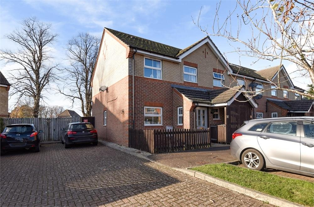 2 Bedrooms End Of Terrace House for sale in Silverlock Close, Chichester, West Sussex