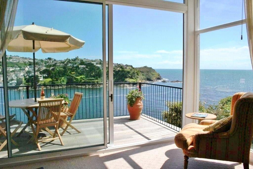 3 Bedrooms Flat for sale in Penlee Flats, 2 Tower Park, Fowey, Cornwall, PL23