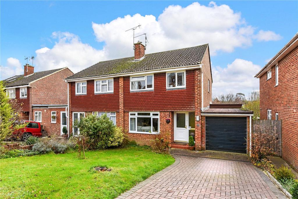 3 Bedrooms Semi Detached House for sale in Wentworth Gardens, Alton