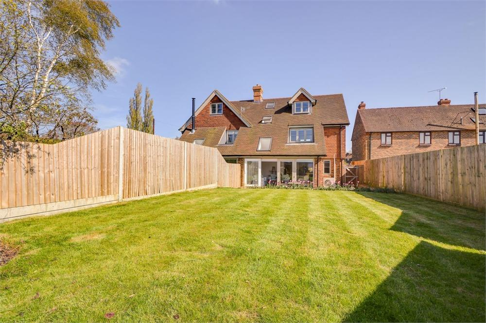 3 Bedrooms Semi Detached House for sale in Slade Cottages, Parsonage Estate, Rogate, Petersfield
