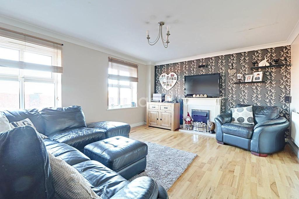 4 Bedrooms Terraced House for sale in Lynmouth Road, Swindon, Wiltshire
