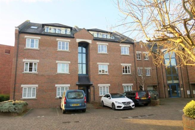 2 Bedrooms Apartment Flat for sale in Geoffrey Farrant Walk, Taunton TA1