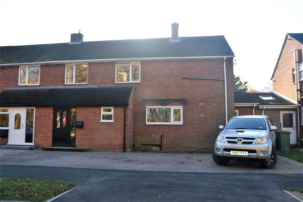 4 Bedrooms Semi Detached House for sale in Plantation Road, Tadley, Hampshire, RG26