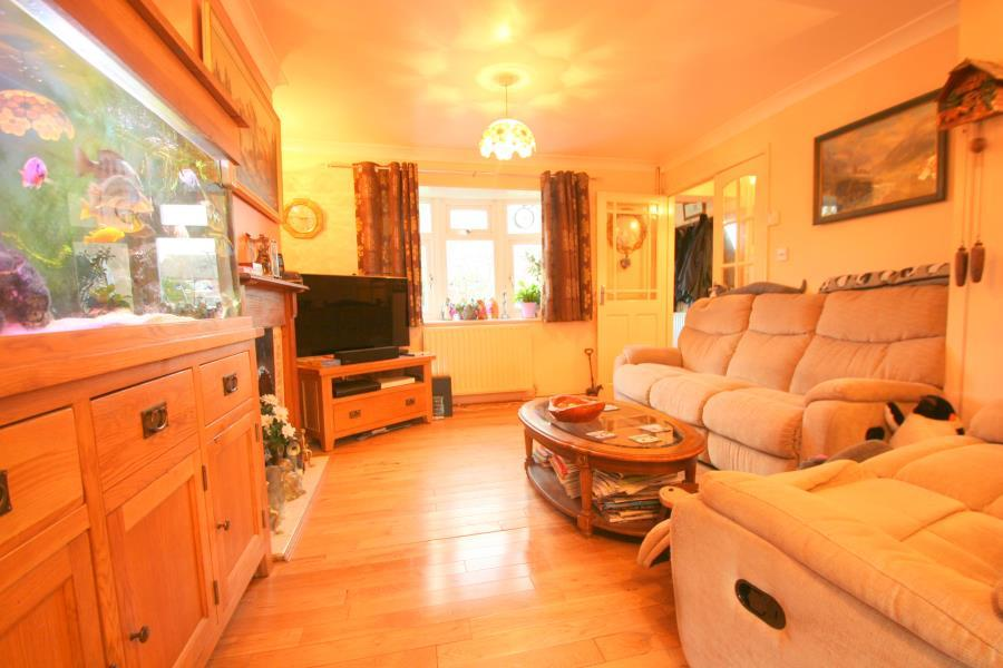 4 Bedrooms Semi Detached House for sale in Patricia Gardens