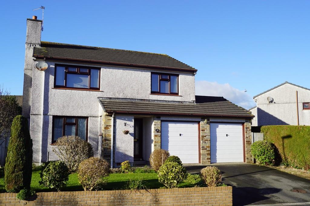 4 Bedrooms Detached House for sale in Edgcumbe Drive, Tavistock