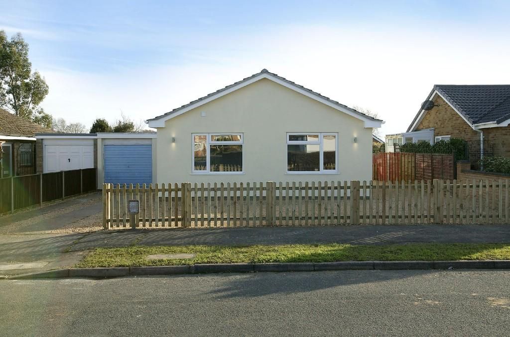 3 Bedrooms Detached Bungalow for sale in Clover Road, Attleborough