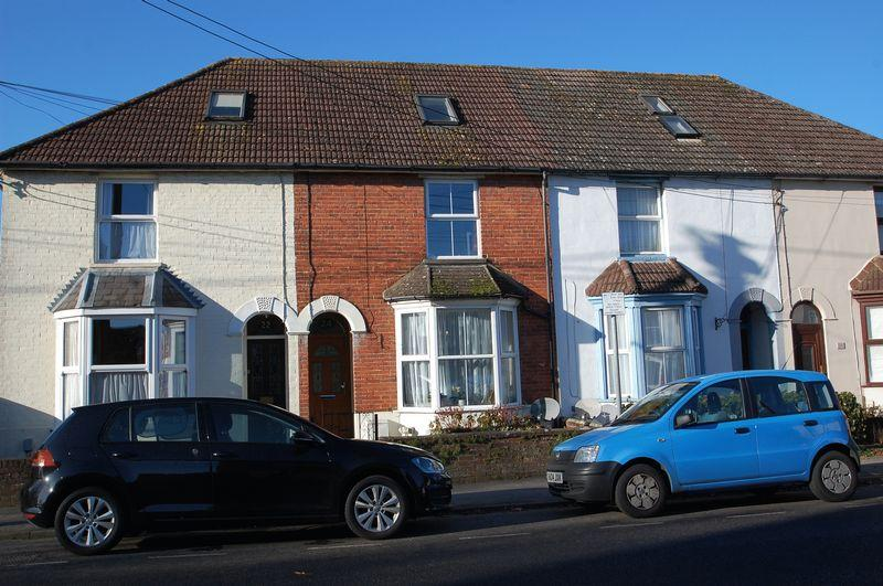 4 Bedrooms Terraced House for sale in Charles Street, Petersfield, Hampshire