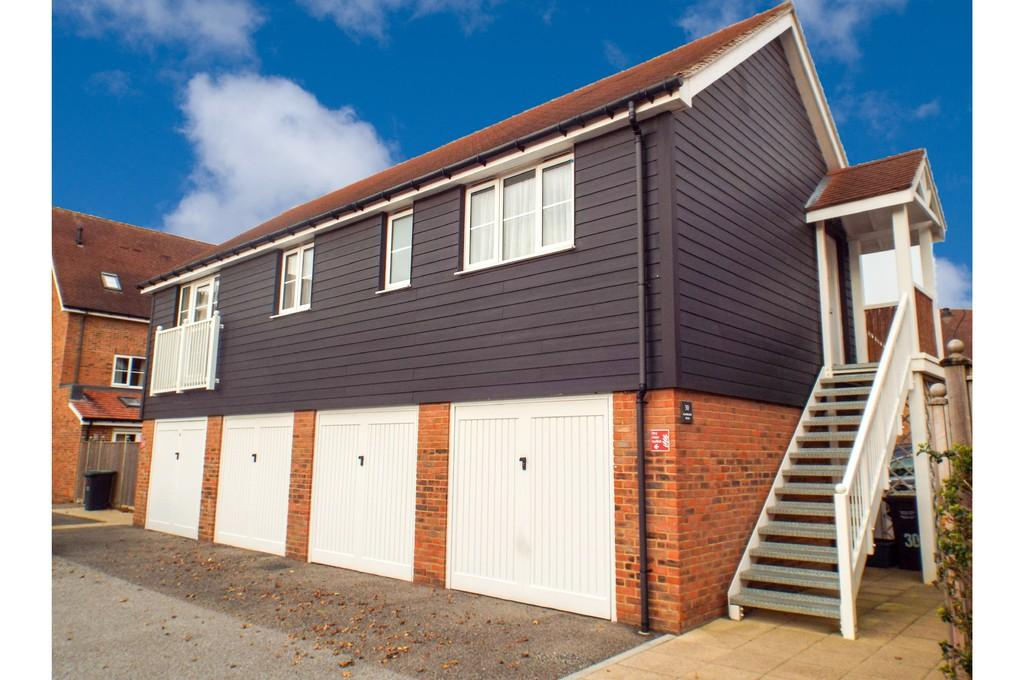 2 Bedrooms Apartment Flat for sale in Hambrook Road, Holborough Lakes
