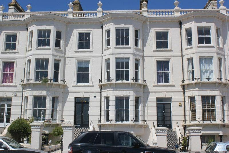 2 Bedrooms Flat for sale in Clifton Terrace, Southend-On-Sea