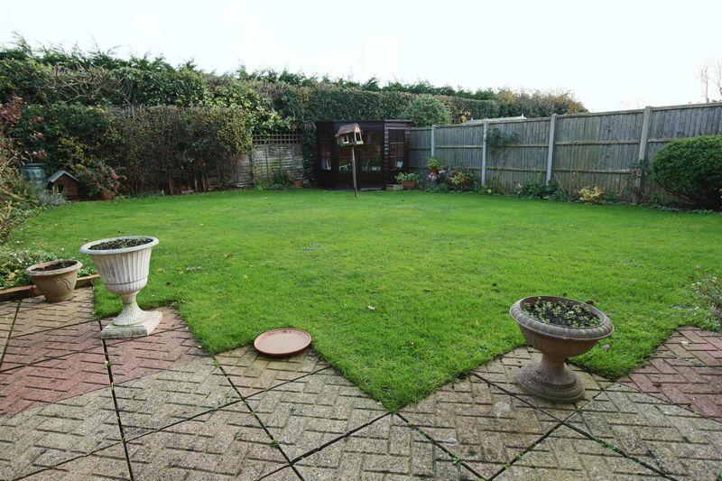 3 Bedrooms Detached Bungalow for sale in Chislehurst Road, Carlton Colville