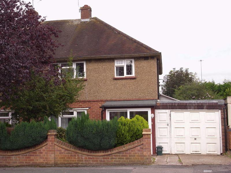 4 Bedrooms Semi Detached House for sale in St Johns Road, Guildford