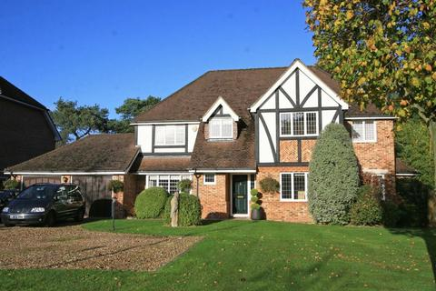 5 bedroom detached house to rent - Cedar Close, Iver