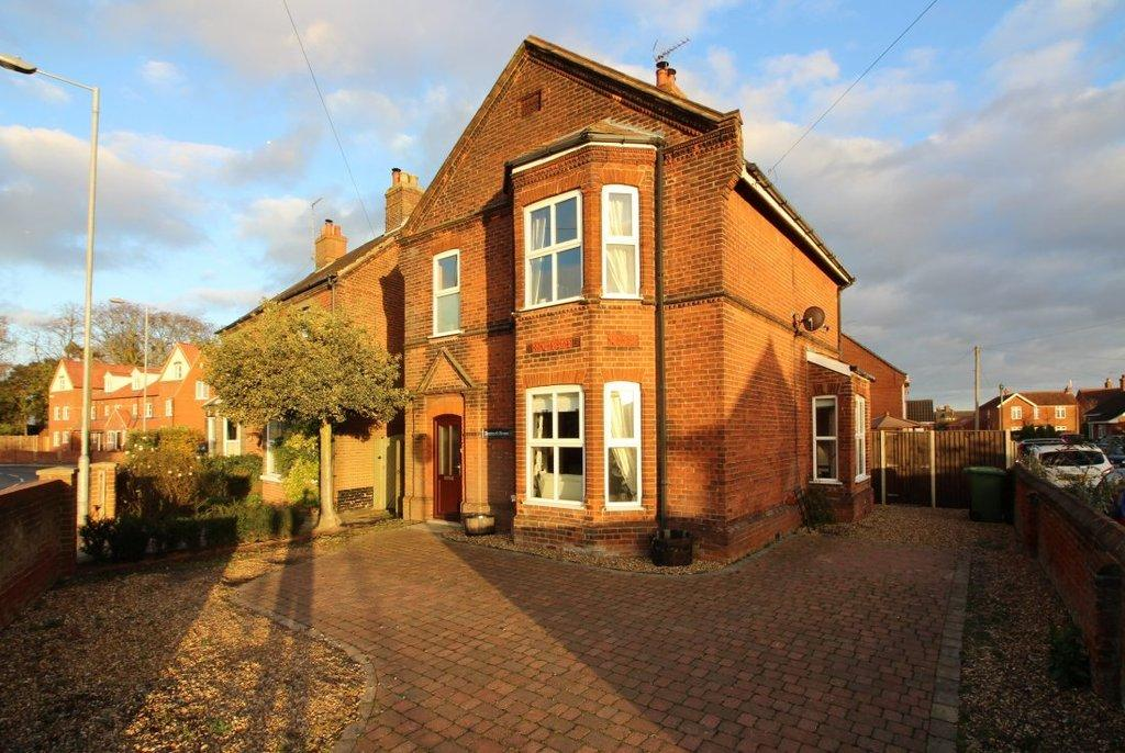 4 Bedrooms Detached House for sale in Bacton Road, North Walsham