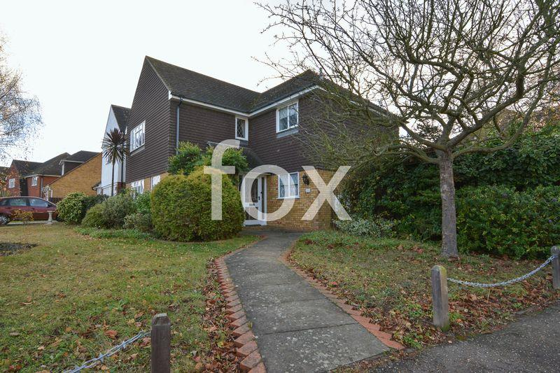 4 Bedrooms Detached House for sale in Appledore, ThorpeBay, Shoeburyness