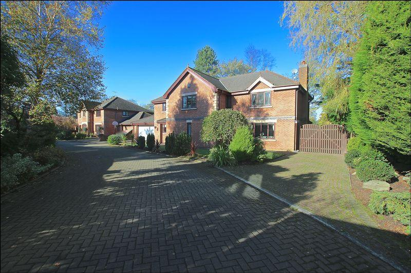 4 Bedrooms Detached House for sale in Royalty Gardens, New Longton