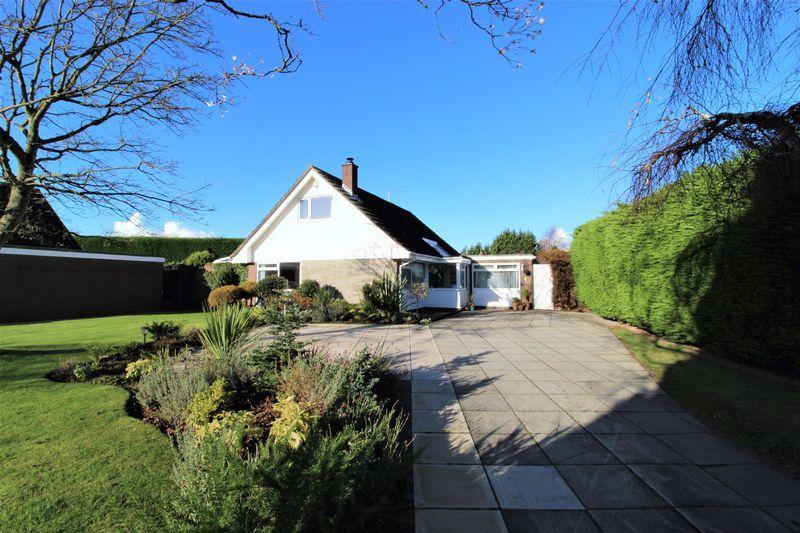 4 Bedrooms Detached House for sale in Parklands Drive, Gayton