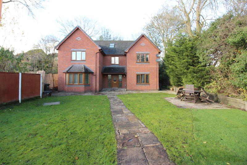 6 Bedrooms Detached House for sale in Wesley Place, Mold